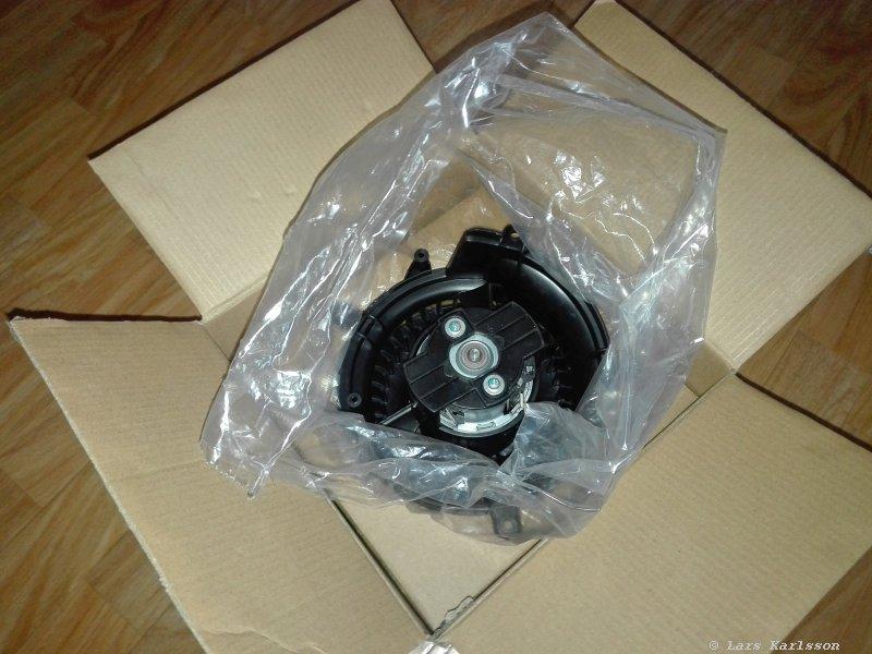 2005 years Chrysler Crossfire: Heater blower fan replacement